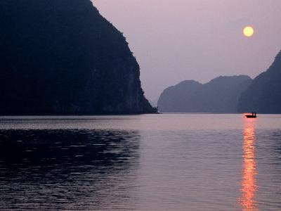Halong Bay, Quang Ninh, Vietnam-Stu Smucker-Photographic Print
