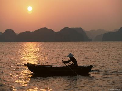 Halong Bay, Vietnam, Indochina, Southeast Asia-Colin Brynn-Photographic Print