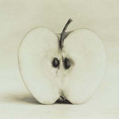 https://imgc.artprintimages.com/img/print/halved-apple_u-l-po23lt0.jpg?artPerspective=n