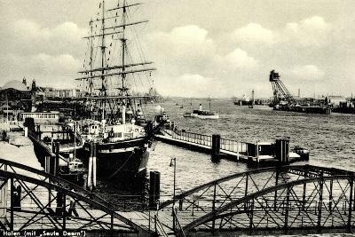 Hamburg, Hafen, Angelegtes Segelschiff Seute Deern--Giclee Print