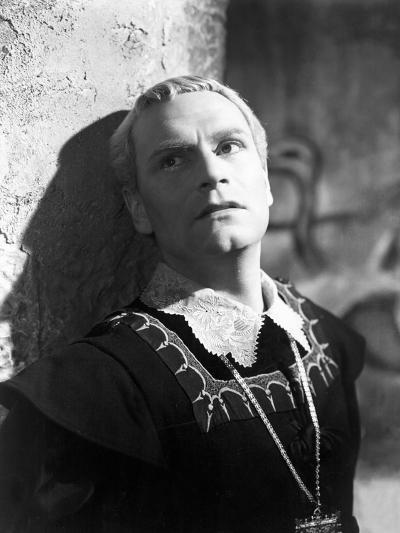 Hamlet, Laurence Olivier, 1948--Photo