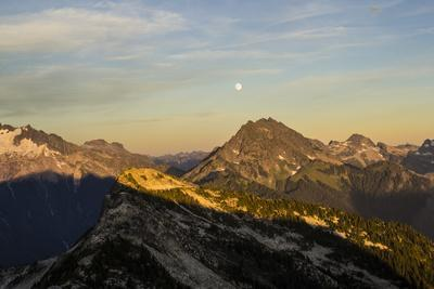 Mountain View Of The North Cascade Mountain Range During Summer In Washington