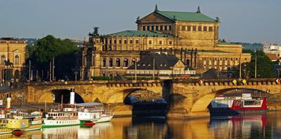Elbe River, Semper Opera House, Dresden, Saxony, Germany, Europe