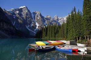 Moraine, Lake, Banff Nationalpark, Alberta by Hans Peter Merten