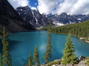 Moraine Lake, Valley of the Ten Peaks, Banff National Park, UNESCO World Heritage Site, Alberta, Ro by Hans Peter Merten