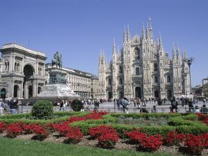 Piazza Del Duomo, Milan, Lombardy, Italy by Hans Peter Merten