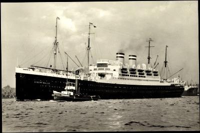 Hapag, Dampfschiff Albert Ballin, Schlepper--Giclee Print