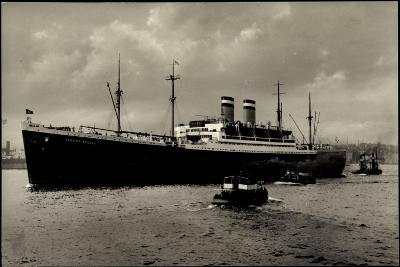 Hapag, Dampfschiff Albert Ballin Vor Anker, Kutter--Giclee Print