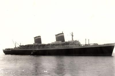 Hapag, Dampfschiff New York, Hafenblick, Begleitschiff--Giclee Print