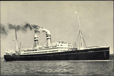 Hapag, Dampfschiff S.S. Volendam Nah Am Ufer--Giclee Print