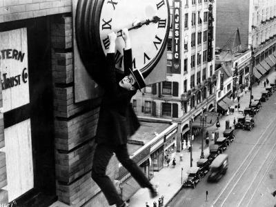 """Harold Lloyd. """"Safety Last"""" 1923, Directed by Fred Newmeyer--Photographic Print"""
