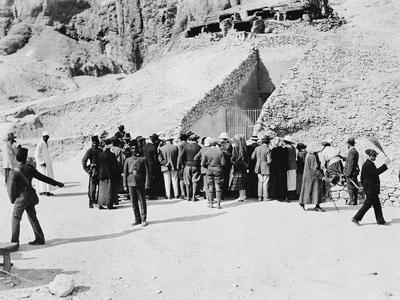 Crowd outside Tutankhamun's tomb, Valley of the Kings, Egypt, 1922