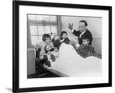 Harry Houdini and His Rabbit Entertain Five Hospitalized Children, 1925--Framed Photo