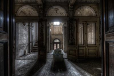 https://imgc.artprintimages.com/img/print/haunted-interior-bathroom_u-l-q10dpzu0.jpg?p=0