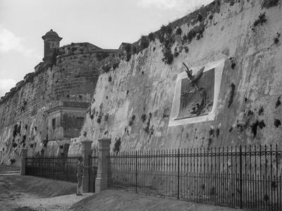 https://imgc.artprintimages.com/img/print/havana-cuba-execution-wall-in-cabanas_u-l-pwbcdr0.jpg?p=0