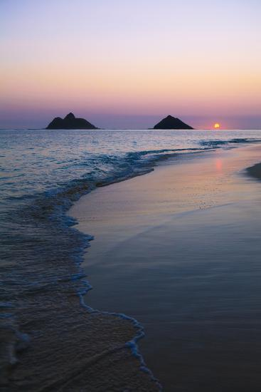 Hawaii, Oahu, Kailua, Lanikai, Sun Sinking Below Horizon on Beach-Design Pics Inc-Photographic Print