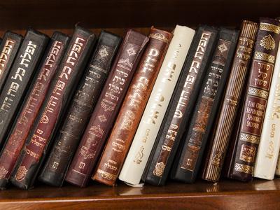 https://imgc.artprintimages.com/img/print/hebrew-prayer-books-on-a-shelf-inside-the-western-wall-tunnel_u-l-phuio60.jpg?p=0