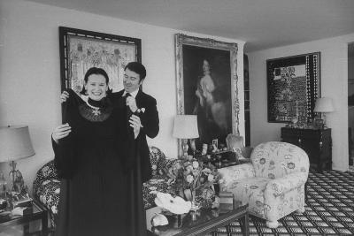 Heiress and Designer Gloria Vanderbilt at Home with Husband Wyatt Cooper, New York, 1974-Alfred Eisenstaedt-Photographic Print