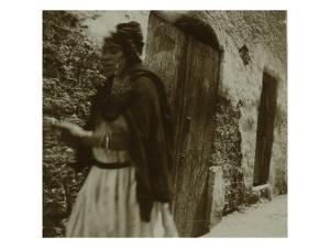 Voyage en Algérie : Femme marchant dans une rue à Biskra by Henri Jacques Edouard Evenepoel