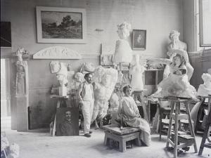 Antoine Bourdelle dans son atelier by Henri Manuel