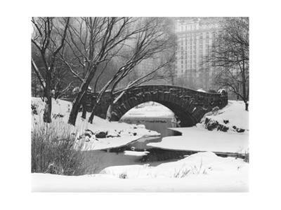 Gapstow Bridge, Central Park, Ny in Snow