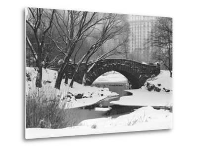 Gapstow Bridge, Central Park, Ny in Snow