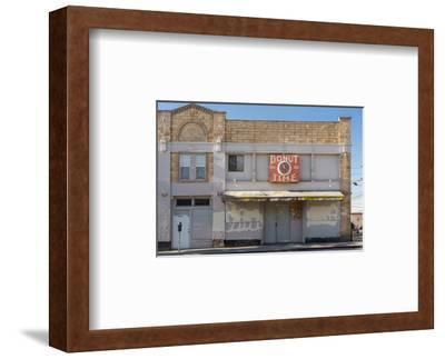 """Oakland Storefront, Macarthur Blvd., """"Donut Time"""""""