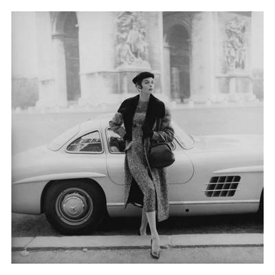 Vogue - September 1955 - By the Arc de Triomphe