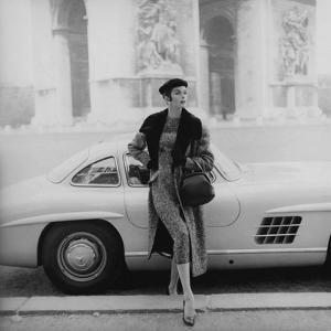 Vogue - September 1955 - By the Arc de Triomphe by Henry Clarke