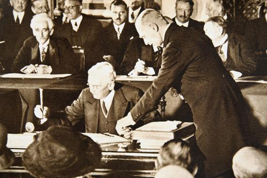 Herbert Hoover, accepting the Republican nomination for the US presidency, 1928-Unknown-Photographic Print