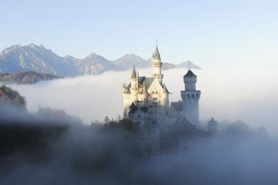 Germany, Bavaria, AllgŠu, Neuschwanstein Castle, Fog