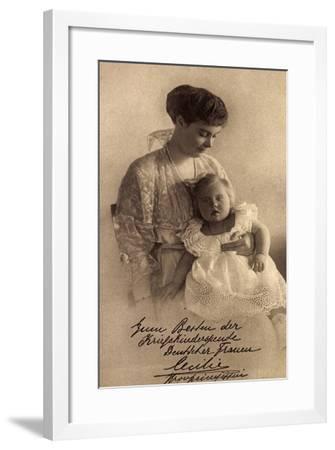 Herzogin Cecilie Mit Tochter, Perlenkette--Framed Giclee Print
