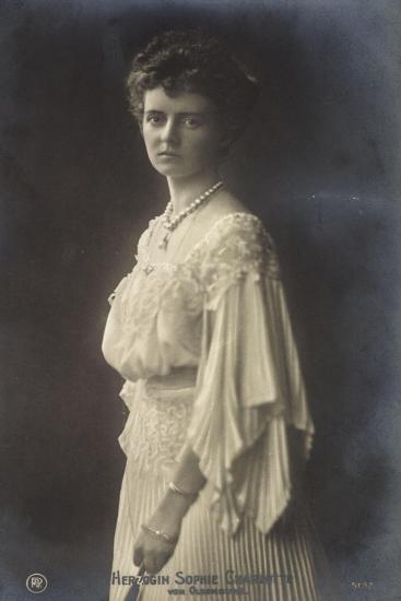 Herzogin Sophie Charlotte Von Oldenburg Im Kleid--Giclee Print