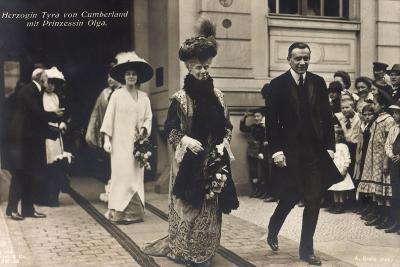 Herzogin Tyra Von Cumberland Und Prinzessin Olga--Giclee Print