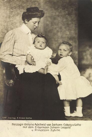 Herzogin Victoria Adelheid, Erbprinz Leopold, Sybille--Giclee Print