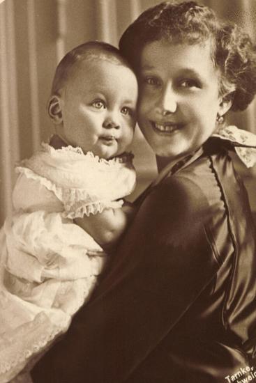 Herzogin Viktoria Luise Mit Ihrem Sohn, Wohlfahrt--Giclee Print