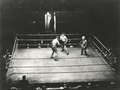 https://imgc.artprintimages.com/img/print/high-angle-view-of-boxing-match_u-l-q1a1o640.jpg?p=0