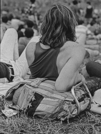 https://imgc.artprintimages.com/img/print/hippies-at-woodstock-music-festival_u-l-p739w20.jpg?p=0