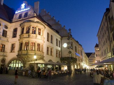 https://imgc.artprintimages.com/img/print/hofbrauhaus-restaurant-at-platzl-square-munich-s-most-famous-beer-hall-munich-bavaria-germany_u-l-p1q8ro0.jpg?p=0