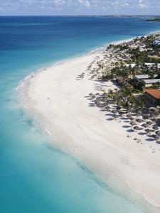 Aerial of Eagle Beach by Holger Leue