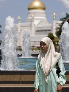 Muslim Woman with Mosque in Background, Omar Ali Saifuddien Mosque, Brunei Darussalam, Brunei by Holger Leue