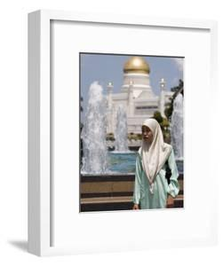 Muslim Woman with Mosque in Background, Omar Ali Saifuddien Mosque, Brunei Darussalam, Brunei by Holger Leue