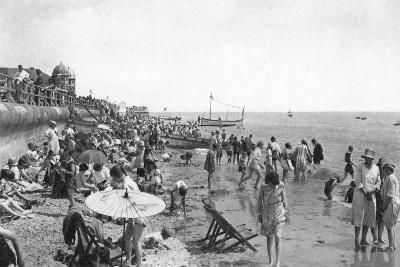 Holidaymakers on Bognor Regis Seafront, West Sussex, C1900s-1920S--Giclee Print