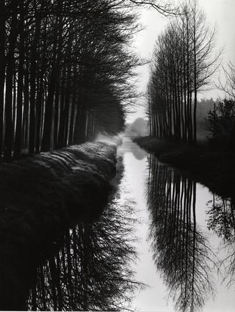 https://imgc.artprintimages.com/img/print/holland-canal-1973_u-l-q1g6uqj0.jpg?p=0