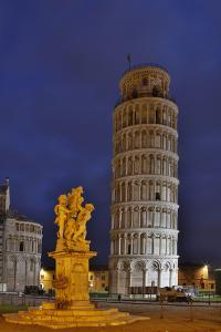 Italy, Pisa, Leaning Tower of Pisa by Hollice Looney