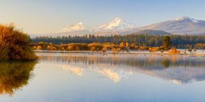 USA, Oregon, Bend. Black Butte Ranch, fall foliage and Cascade Mountains by Hollice Looney