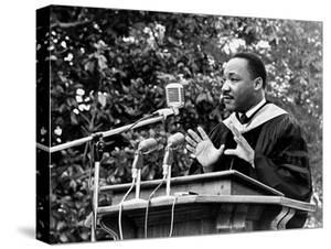 Addressing Tuskegee Graduates by Horace Cort