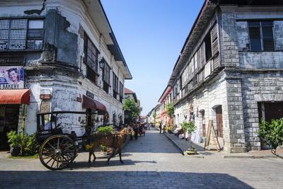 https://imgc.artprintimages.com/img/print/horse-cart-riding-through-the-spanish-colonial-architecture-in-vigan-northern-luzon-philippines_u-l-pslzoq0.jpg?p=0