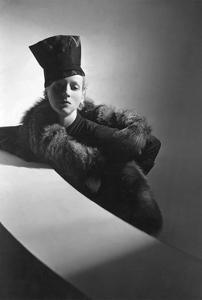 Vogue - August 1937 by Horst P. Horst