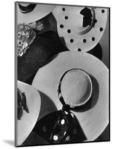 Vogue - May 1935 by Horst P. Horst